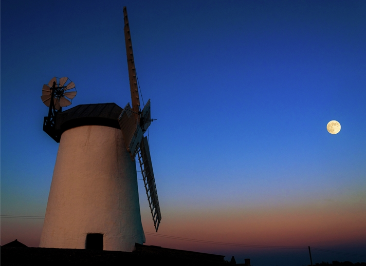 NorthLight Photo-Art Moon Rise Mill  personalised online greeting card